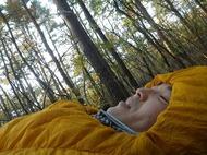 寝袋で自然と一体となる