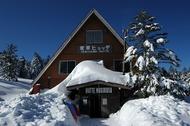 雪の北八ケ岳 渋の湯からスノーシューで高見石小屋を通過し麦草ヒュッテへ