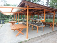 菅沼キャンプ村のバンガローで1泊。予想以上に綺麗、灯油ランタンが味わい深い