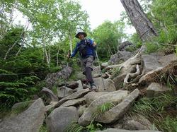 日光男体山を初登山。山頂の二荒山大神像、御神剣に象徴される信仰の山。