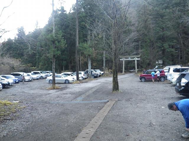 武甲山登山 一の鳥居の駐車場