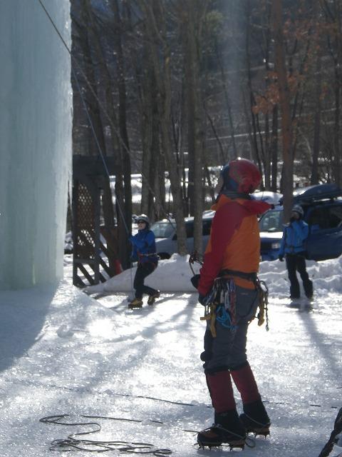 岩根山荘アイスツリーでアイスクライミング