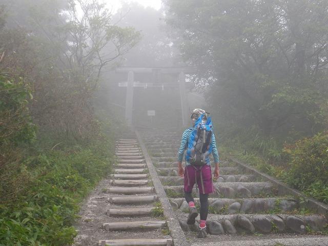 生後6ヶ月の息子背負って榛名富士を登る
