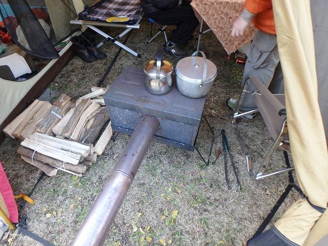 テント(ランドロック)内に薪ストーブ入れて久々に冬キャンプ!