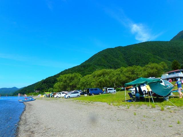 西湖の自由キャンプ場は、ゴミ持ち帰りだが低料金で温泉もすぐ隣で便利