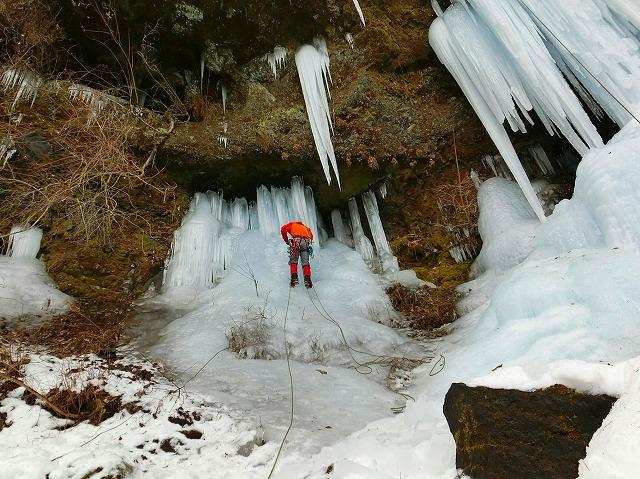 美濃戸の角木馬の氷柱でアイスクライミングしてきました☆八ヶ岳山荘近くにこんな場所があったのね!