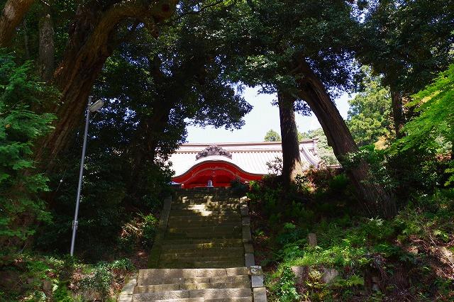 椎尾山薬王院 正面階段