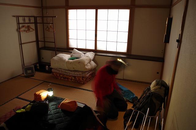 上高地 穂高神社奥宮の明神池すぐ近く 冬季営業の山小屋 山のひだや