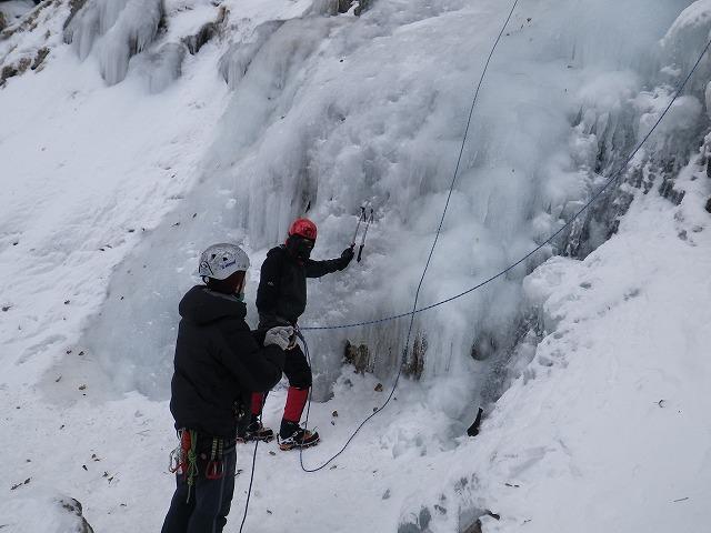 裏同心の滝でアイスクライミング