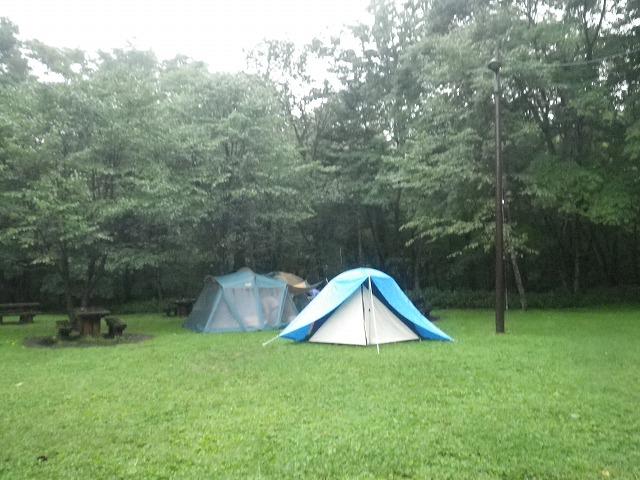 雨の中、北海道でファミリーキャンプ
