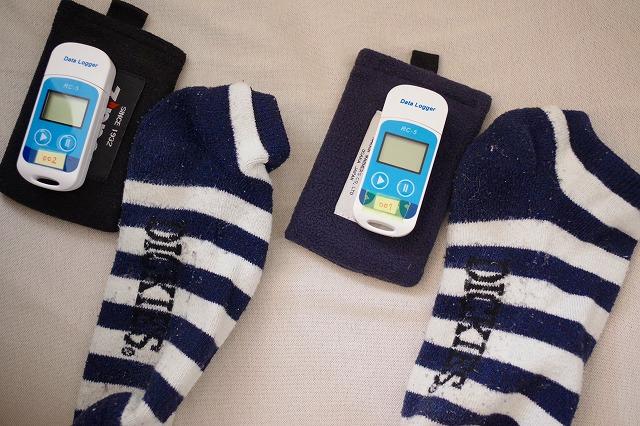 温度計ロガーと一緒に靴下へ入れる