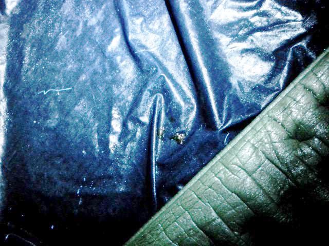 ポリウレタンコーティングの劣化により、徐々にテント内部に水分が染み込んでくる