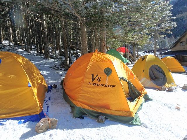 雪上のテント 八ヶ岳 赤岳鉱泉