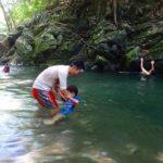 三波渓谷は浅瀬広く子供との川遊びにおすすめ(駐車場あり)