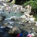 ときがわ町 木のむらキャンプ場で川あそび。水が綺麗!幼児も大喜びでした。